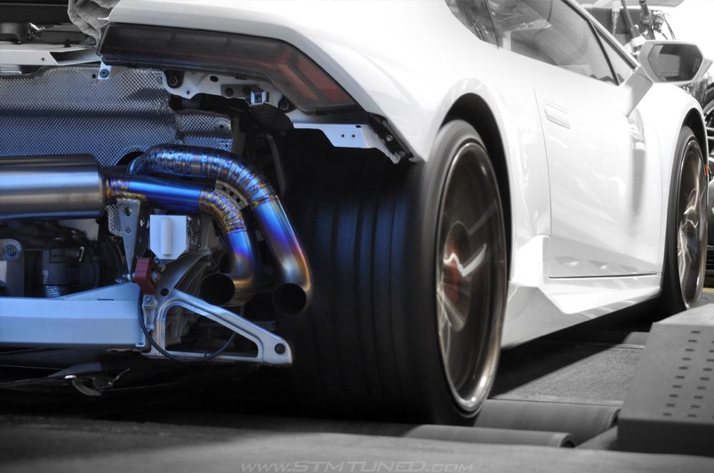 White Lamborghini Huracan Dyno Titanium Exhaust